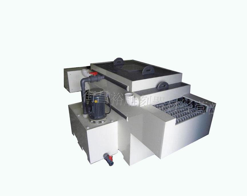 标牌蚀刻机机器型号:CY-600-1.2机身材质采用PVC/PP板材...