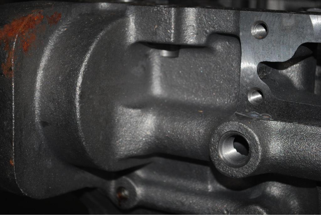 康明斯气缸体3883688