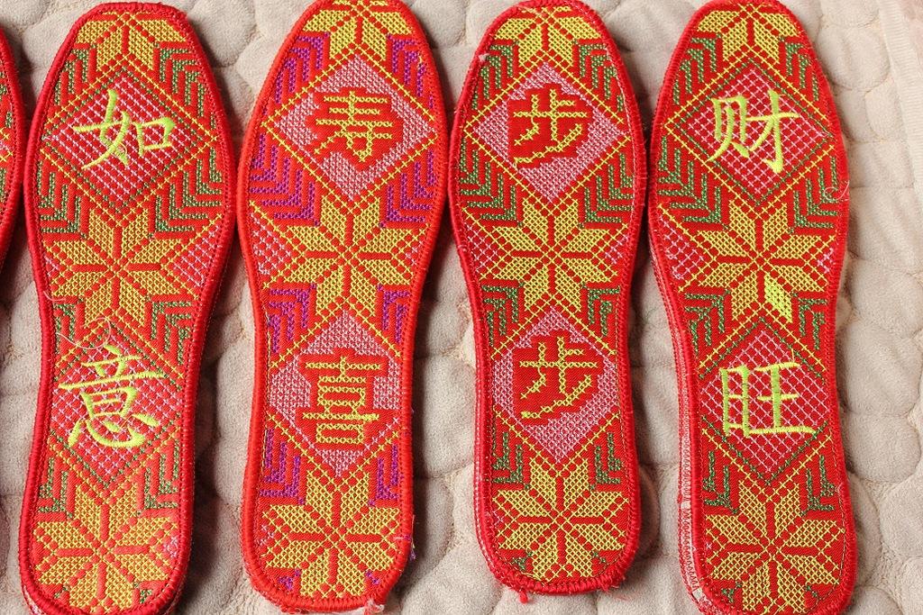 购鞋辅件 批发十字绣精品鞋垫 绣字棉布鞋垫 绣花棉鞋垫 红色十字绣