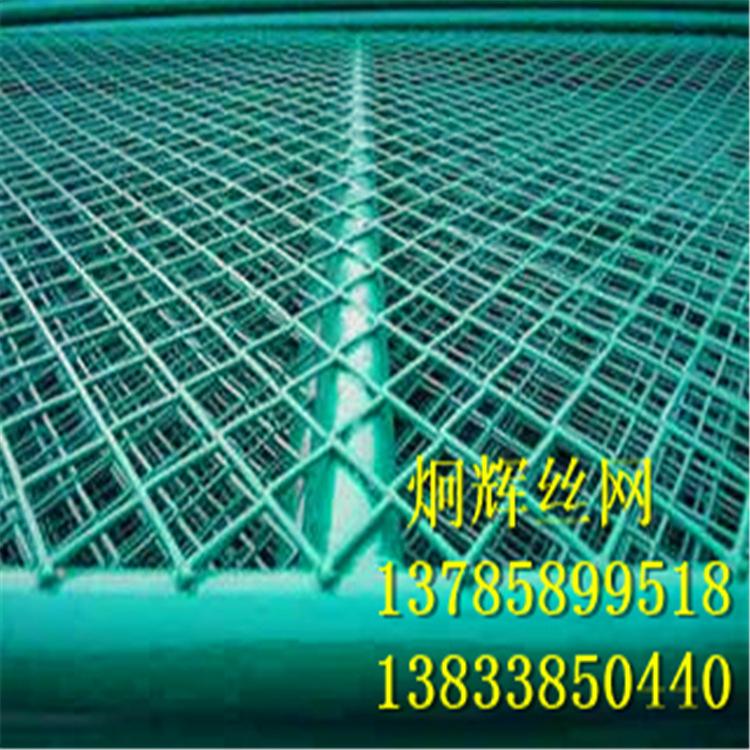 低价批发铁路浸塑钢板护栏网 小区钢板网隔离栅 公路钢板护栏