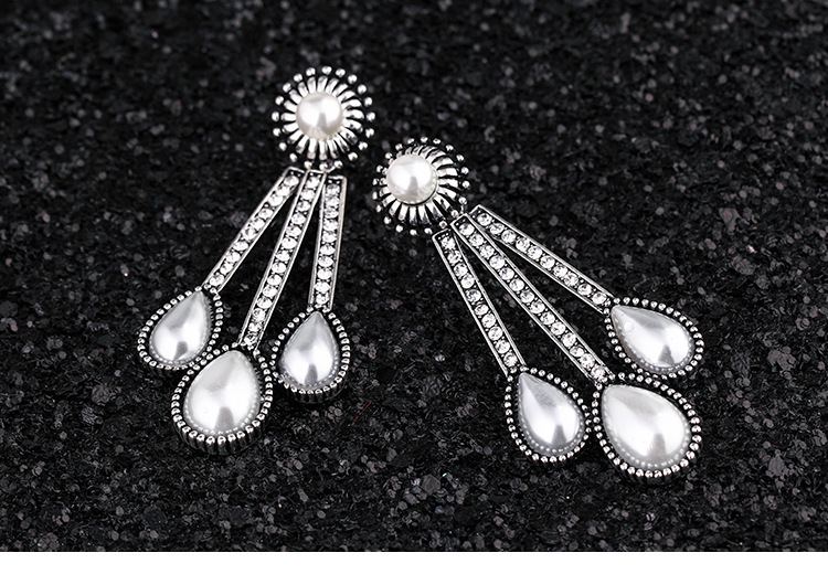 Japanese and Korean fashion retro diamond earrings Occidentanfashion earrings pearl earring ( Ancient Gold / White ) NHKM1455
